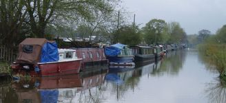 Well established community of narrow-boats at Croughton.