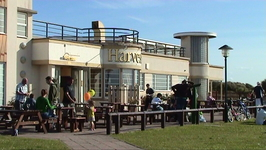 The site of the bus stop for the No. 2, 6 and 17 buses is now occupied by a pub built in the same Art Deco style of the original Derby Pool