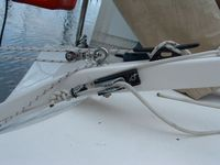 The new clamcleat securing the rudder downhaul.